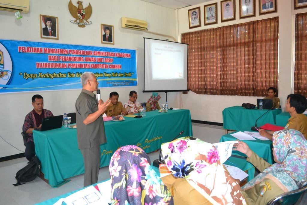 Pelatihan Managemen Pengelolaan Administrasi Kearsipan bagi penanggung jawab unit arsip dilingkungan Pemerintah Kabupaten Cirebon